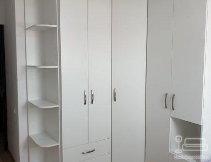 Mobilier de dormitor alb la comanda cu dulap pe colt