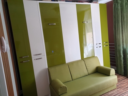 Set de mobila cu pat rabatabil si dulapuri laterale