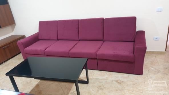 Canapea extensibila cu patru locuri